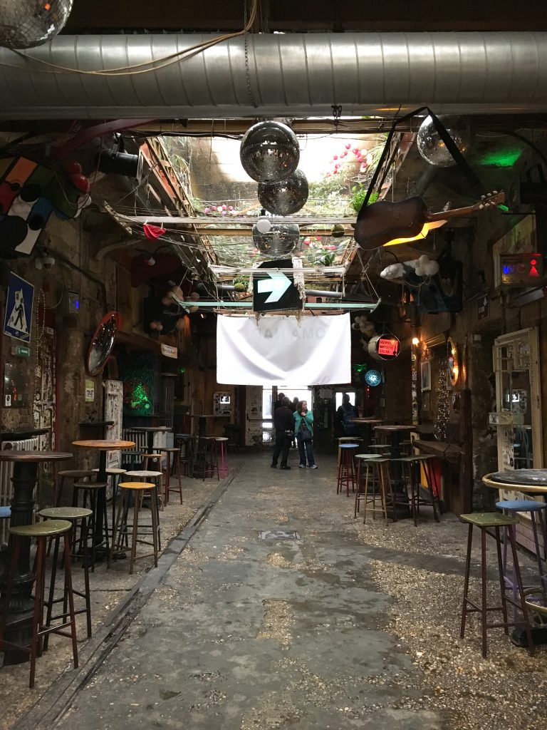 Ruin pub Szimpla Kert | Eating our way through Budapest's Jewish Quarter | We found ourselves exploring the Jewish Quarter in Budapest, Hungary almost every day for lunch, dinner, or just a snack, and it never disappointed. These are the best cafés, ruin pubs and restaurants in Budapest's Jewish Quarter.