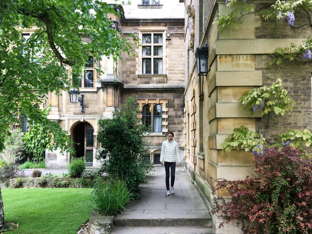Pembroke College at Cambridge University, England |The 5 Best Cambridge Colleges You Must Visit | After visiting all 31 colleges of the University of Cambridge in England, we've picked the 5 best Cambridge colleges to visit. With beautiful gardens and buildings that looks like castles, it often feels like you're stepping back in time and into a fairytale when you pass through the college gates.