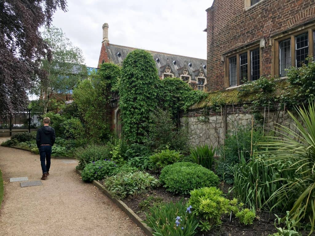 Pembroke College at Cambridge University, England | The 5 Best Cambridge Colleges You Must Visit | After visiting all 31 colleges of the University of Cambridge in England, we've picked the 5 best Cambridge colleges to visit. With beautiful gardens and buildings that looks like castles, it often feels like you're stepping back in time and into a fairytale when you pass through the college gates.