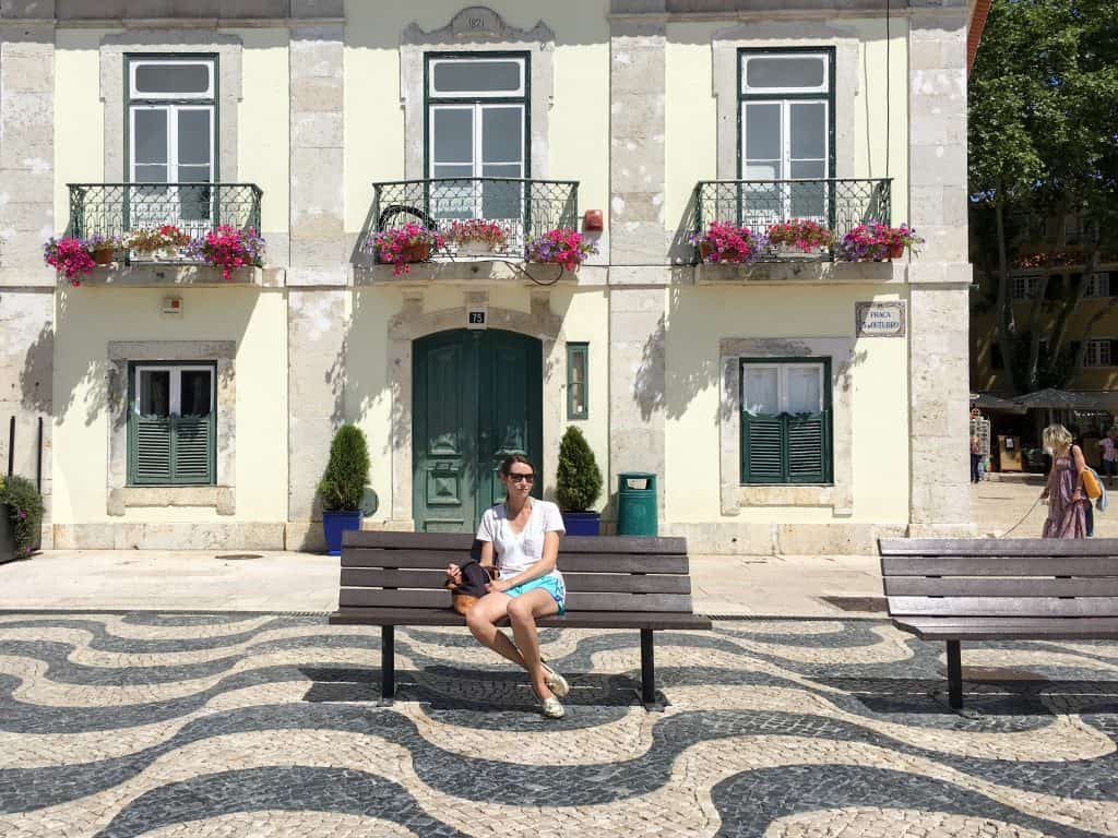 Plaza and wave sidewalk in Cascais, Portugal | The best day trip from Lisbon
