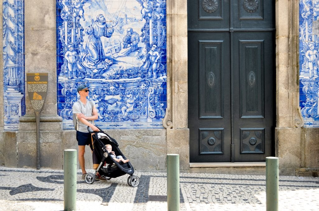 Visit Capela das Almas (Chapel of the Souls) in Porto, Portugal for one of the most exquisite azulejos-clad facades in the city | Photos of Porto, Portugal