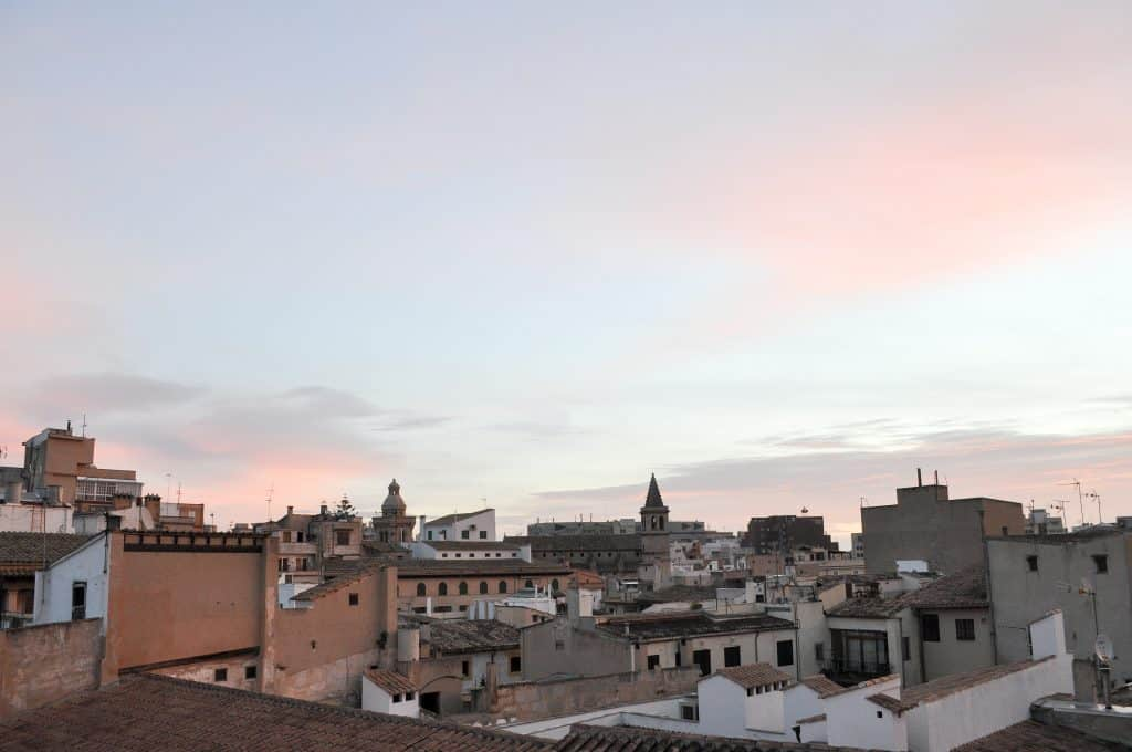 Winter in Mallorca | Sunrise over the rooftops in Palma