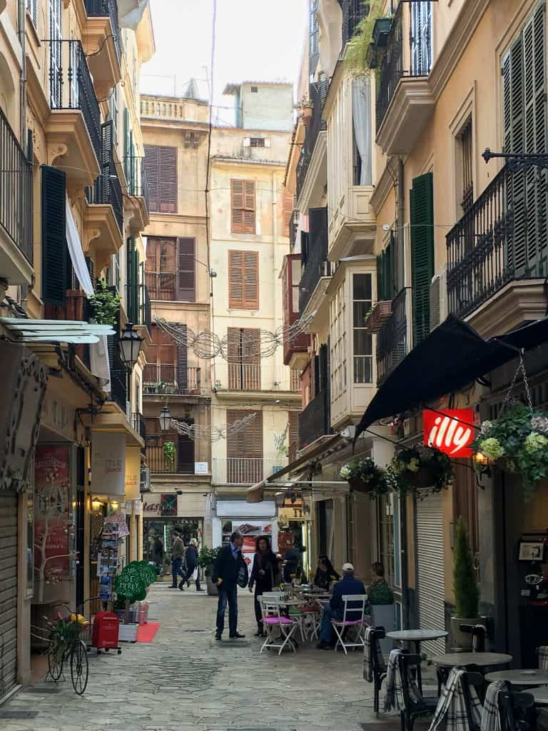 Visiting Mallorca in the Winter | Walking through the empty streets of Palma