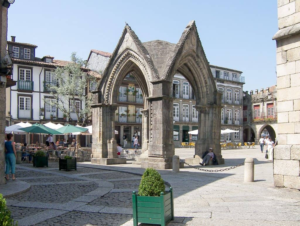 Гимарайнш | 19 лучших мест для посещения в Португалии 19 самых красивых городов и городов для посещения в Португалии 19 Самых Красивых Мест Для Посещения В Португалии 6 Guimara CC 83es Altstadt 3 1024x774