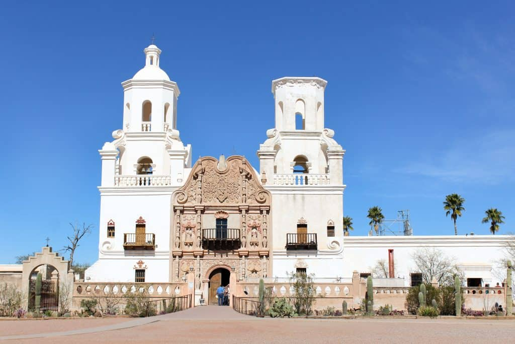 A Weekend Getaway in Tucson, Arizona | Where to stay, hike, play and eat in Tucson | Mission San Xavier del Bac