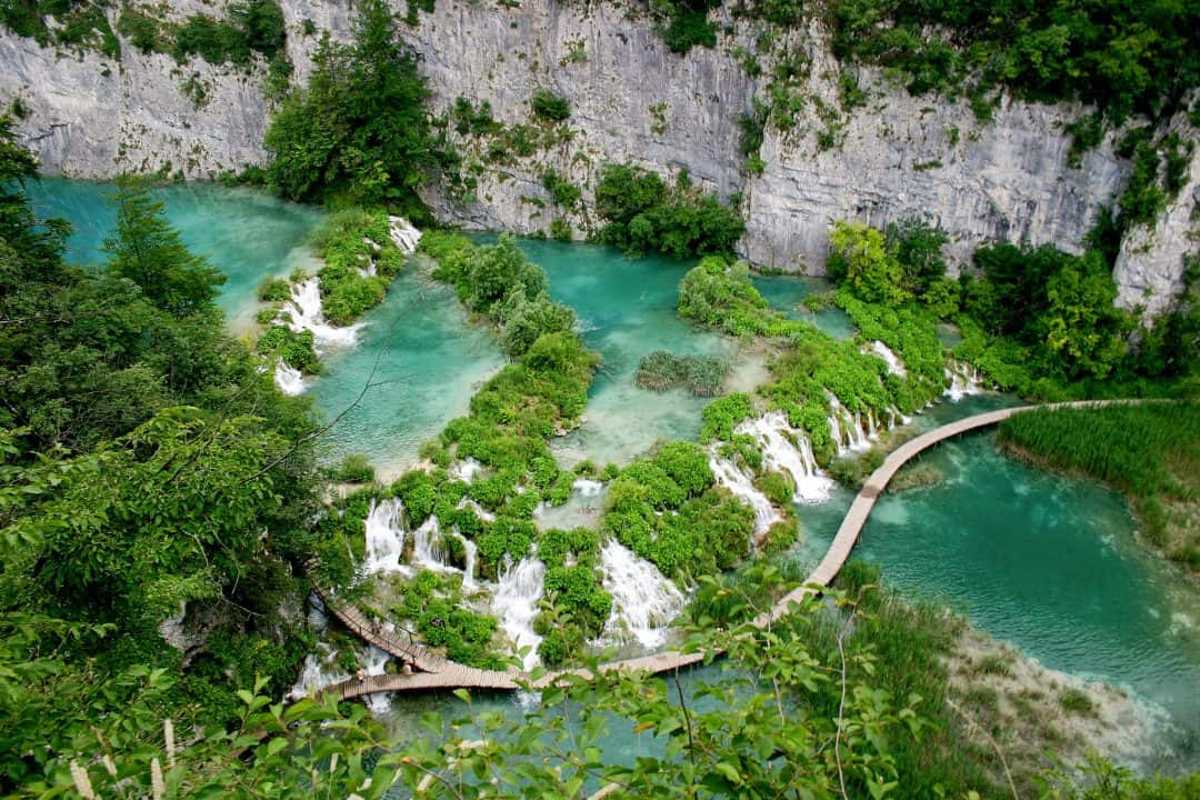 Atemberaubend Visiting Plitvice Lakes National Park in Croatia: A One Day Itinerary @II_79
